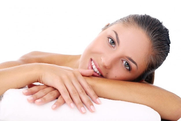Красивая девушка лежит на ее руке Бесплатные Фотографии