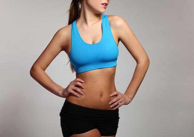 Женское тело в одежде для фитнеса Бесплатные Фотографии