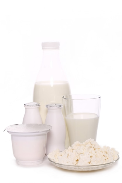 白い背景で隔離の乳製品 無料写真