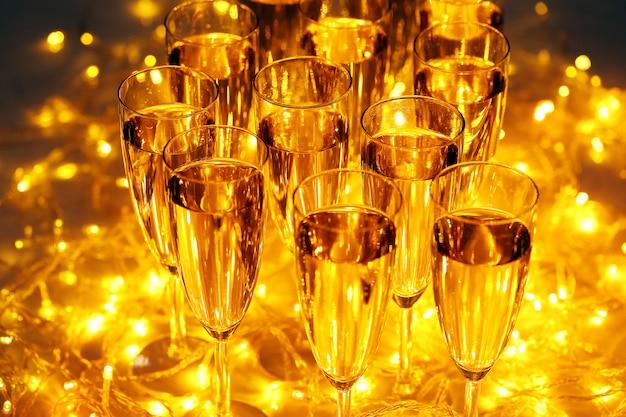 Напитки на каждый праздник всегда включают шампанское Бесплатные Фотографии