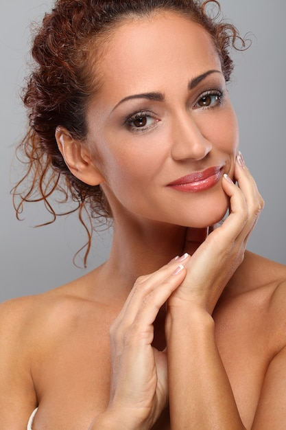 化粧品で美しい中年女性 無料写真