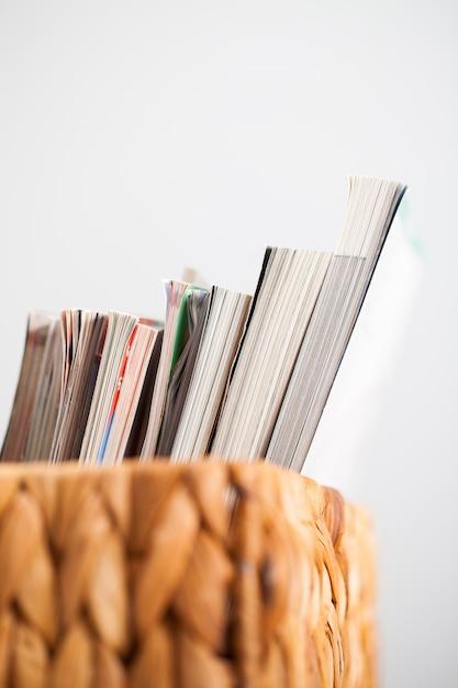 ボックス内の雑誌のクローズアップ画像 無料写真