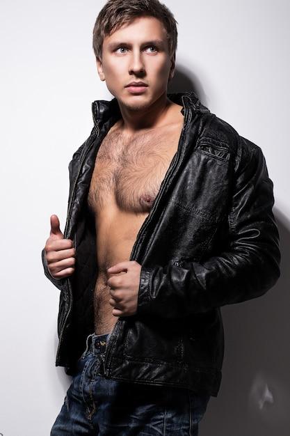 ジャケットのハンサムな男 無料写真