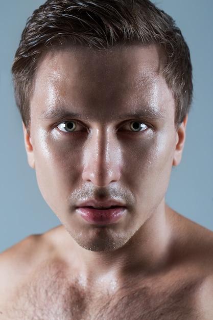 上半身裸のハンサムな男 無料写真