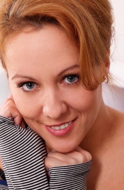 かなり中年の女性の肖像画 無料写真