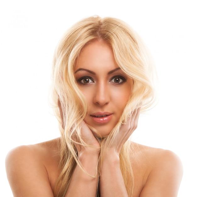 長い髪の美しいブロンドの女性 無料写真