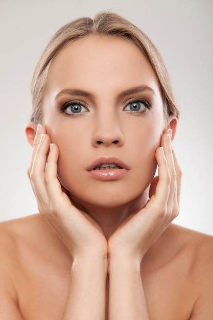 自然化粧品で美しい白人女性 無料写真