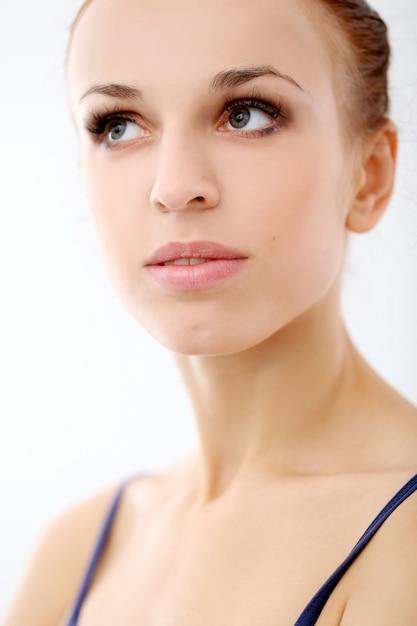 Фото красивой балерины на белом фоне Бесплатные Фотографии