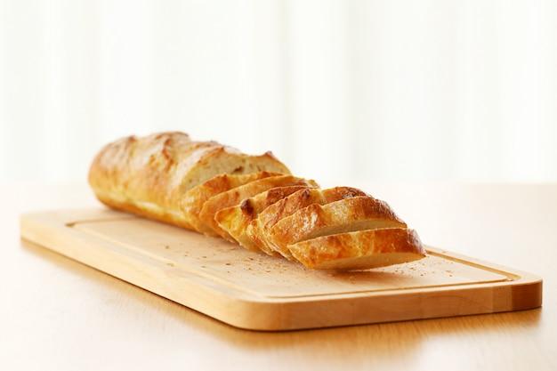 テーブルの上のおいしいパン 無料写真
