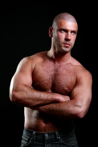 黒の若くて筋肉質の男 無料写真