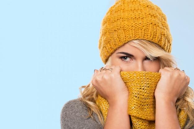 帽子とスカーフで美しいブロンド 無料写真