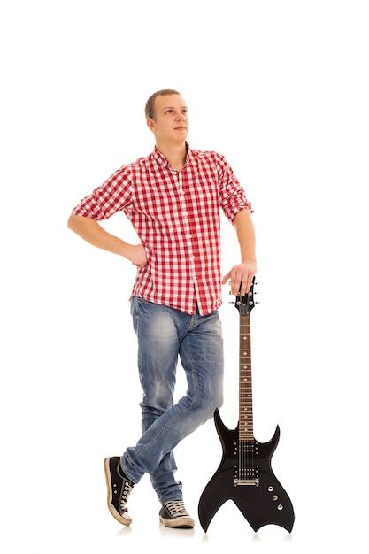 ギターを持つ若いミュージシャン 無料写真