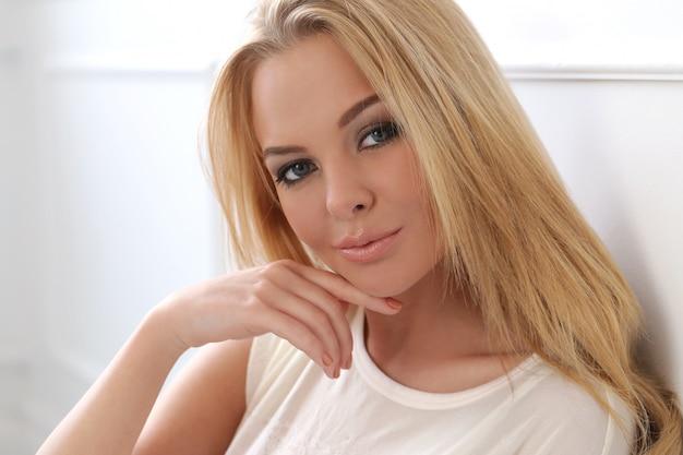 Привлекательная блондинка Бесплатные Фотографии