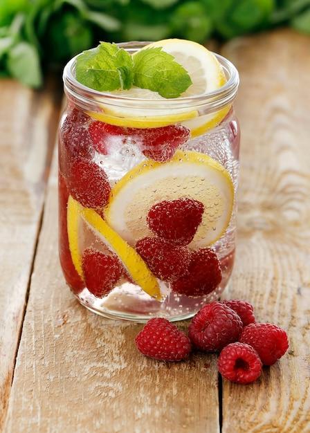 ラズベリーと冷たい飲み物 無料写真