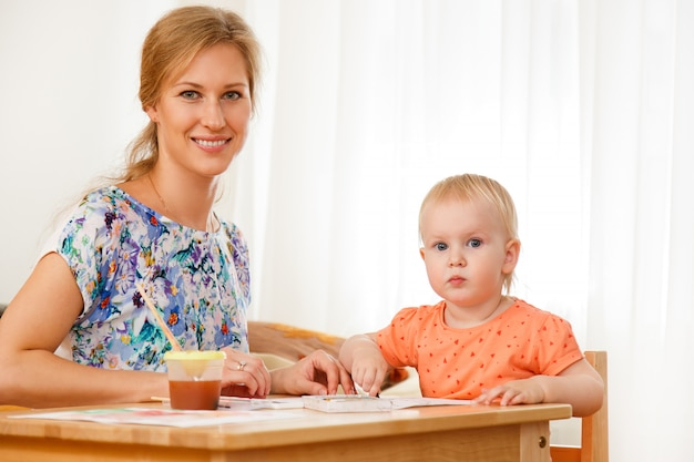Мать и ее ребенок Бесплатные Фотографии