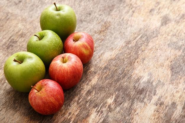 Яблоки на столе Бесплатные Фотографии
