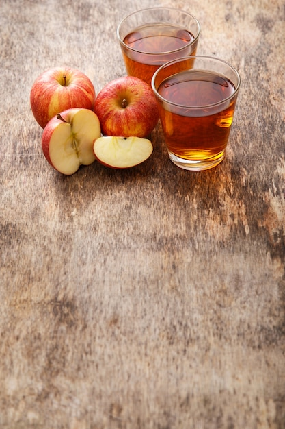 リンゴジュースのグラス 無料写真