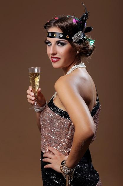 ワインの美しい女性の手 無料写真