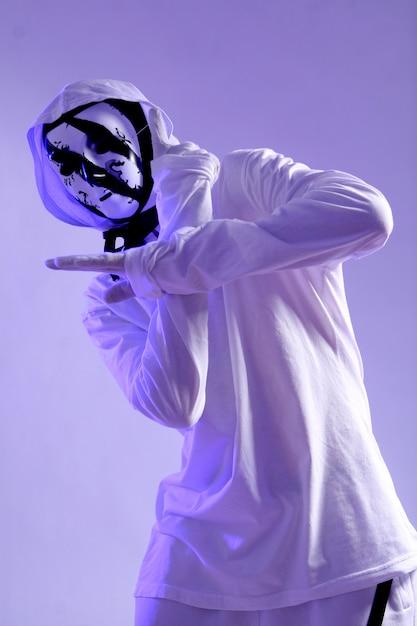 スタジオのヒップホップダンサー 無料写真