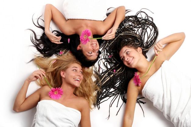 若くて美しい女の子のグループ 無料写真