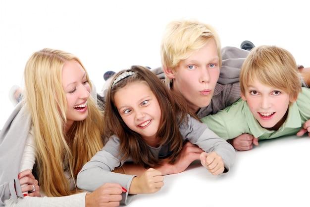 若くて美しい男の子のグループ 無料写真