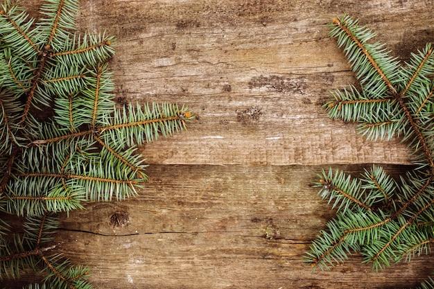 Еловые ветки на столе Бесплатные Фотографии