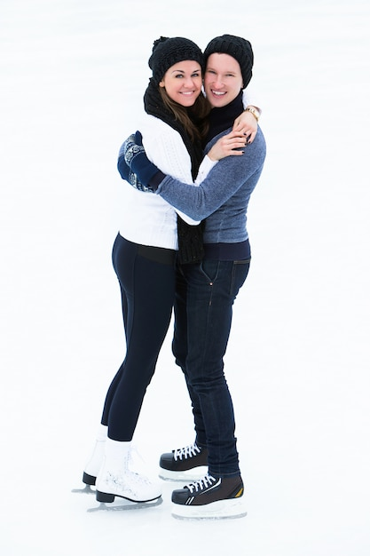 アイススケートリンクをカップルします。 無料写真