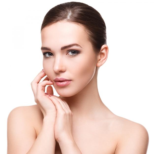 美しい顔を持つ女性 Premium写真