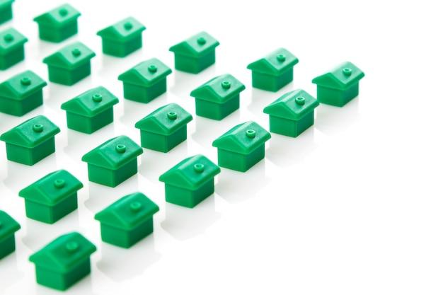 Маленькие игрушечные домики Premium Фотографии
