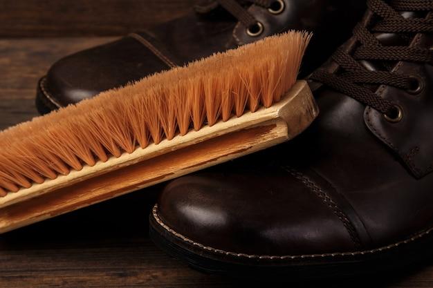 ブラシと革のブーツ Premium写真