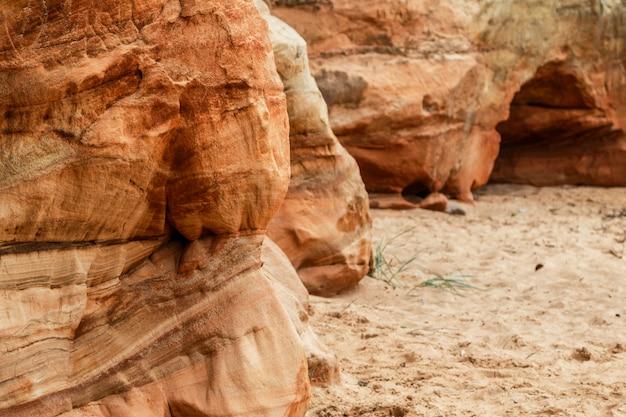 砂と岩の崖 Premium写真