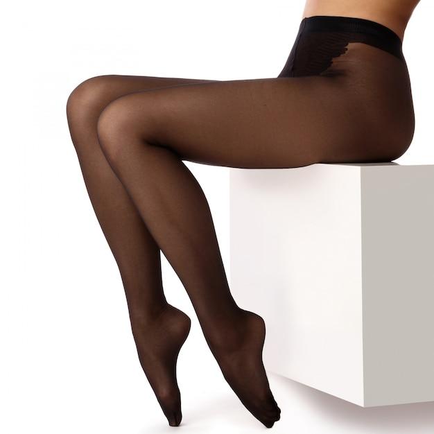 黒ストッキングの女性の足 Premium写真