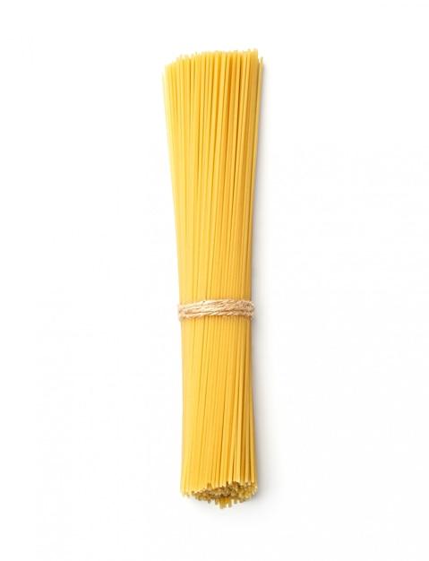 孤立した白い背景の上のスパゲッティ。上面図 Premium写真