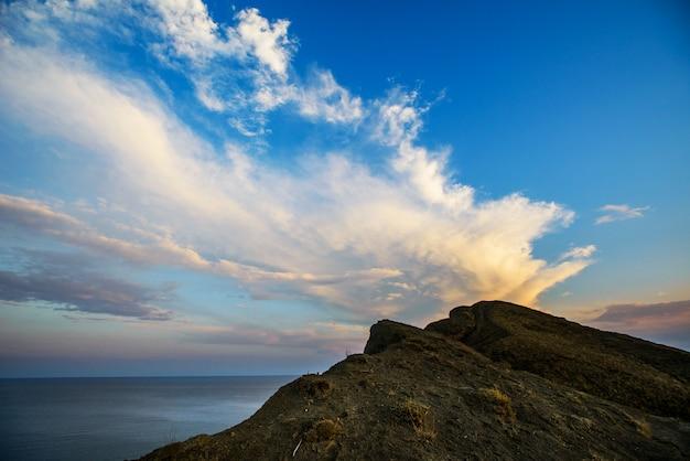 Скалы и море. Premium Фотографии