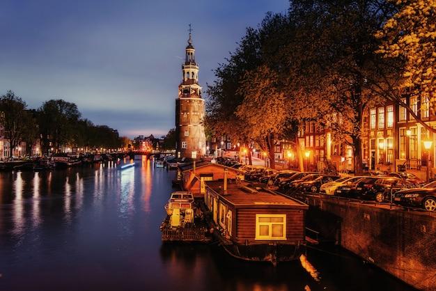 アムステルダムの美しい夜。イルミネーション Premium写真
