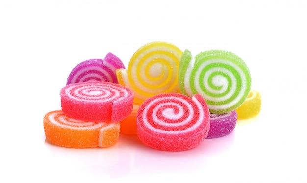 ゼリーの甘い、風味のフルーツ、カラフルなキャンディデザート Premium写真
