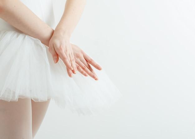 優雅なバレリーナの手。軽さ、美しさ、恵み Premium写真