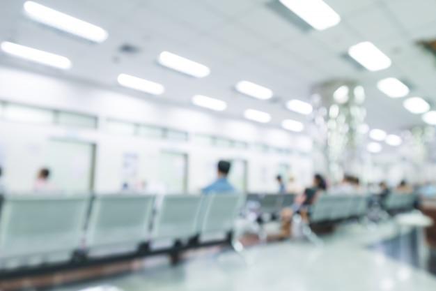 病院の内部がぼやけている、または人々 - 抽象的な医学的背景を持つ臨床。 Premium写真