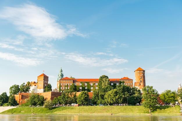 クラクフ、ポーランド、ヨーロッパのヴァヴェル城 Premium写真