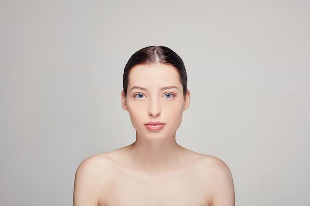 自然化粧品で美しい女性 Premium写真