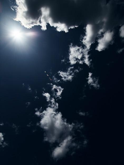 雲のクローズアップと青い空 無料写真