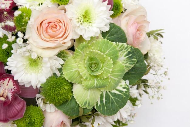 花の優しい花束のクローズアップ Premium写真