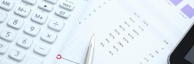 Данные бухгалтерской статистики Premium Фотографии