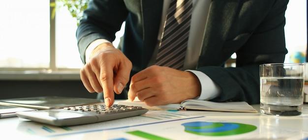 Серебряный калькулятор и финансовая статистика в буфер обмена Premium Фотографии