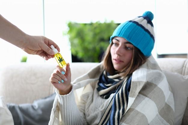 帽子の疲れ女性 Premium写真