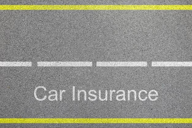 車線と自動車保険の記号概念とアスファルト道路の平面図 Premium写真