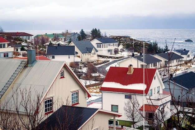 海の上の冬の家 Premium写真