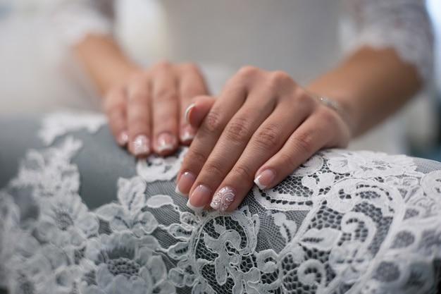 Свадебный маникюр. дизайн ногтей для невесты Premium Фотографии