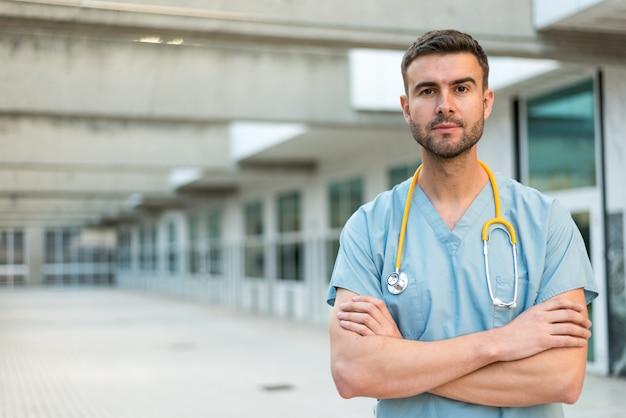Медсестра со стетоскопом Premium Фотографии