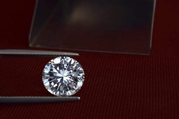 Бриллианты ценны, дороги и редки. для изготовления украшений Premium Фотографии